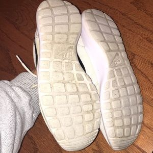 Nike Shoes - Women's Nike Roshe Sneakers